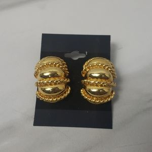 Vintage Goldtone Clip on earrings